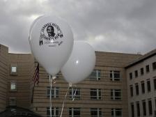 Free Lenoard Peltier Balone vor der US Botschaft